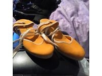 Atmosphere orange and white wedges