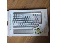 Mobile iPad Bluetooth keyboard