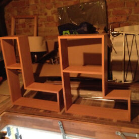 2 good looking shelves, very good condition