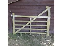 5 bar 6' (1.5m) wooden gate - great condition