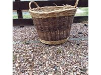 Wicker basket suitable for logs