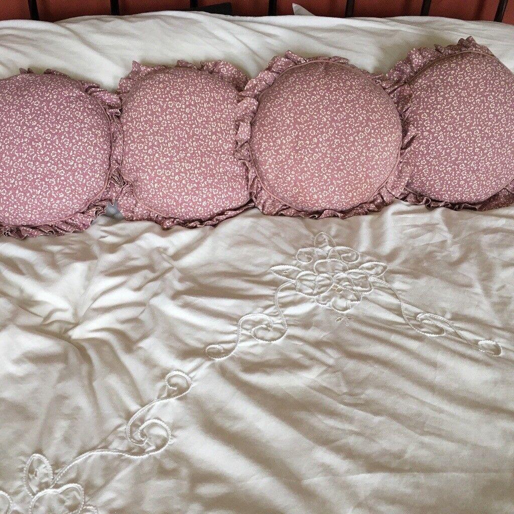 5 Cushions & Covers 'Laura Ashley'