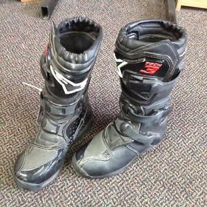 Tech 3 Motorcross Boots -youth size 13 (32)- (sku: Z14911)