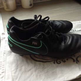 Men's size 8 football boots- Nike tempo
