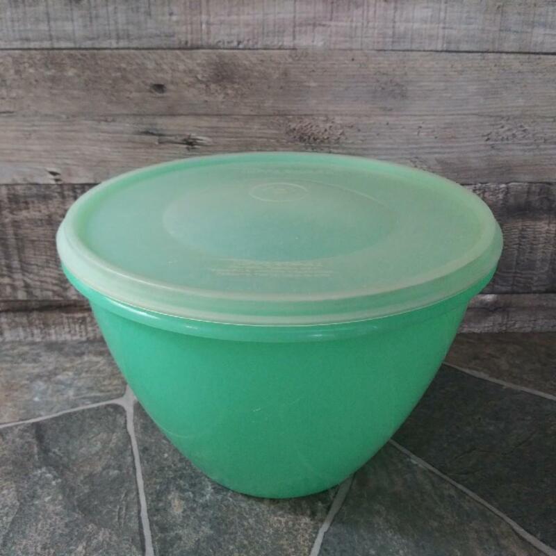 Vintage Tupperware Crisp-It 679 Jadeite Crisper Lettuce Keeper w/ Lid