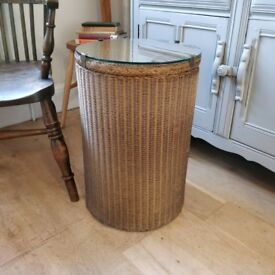 Lloyd Loom washing basket. vintage laundry basket. vintage bathroom wicker. old laundry basket.(1527