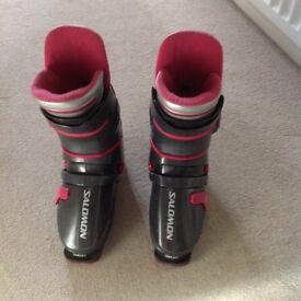Men's Salomon ski boots