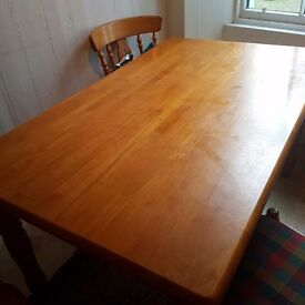 Dining or kitchen table with 4 chairs & 2 carvers. Solid wood