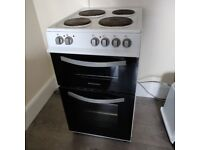 Montpellier Electric 4 hob cooker. White