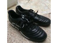 Cheap sondico astro boots SIZE 6