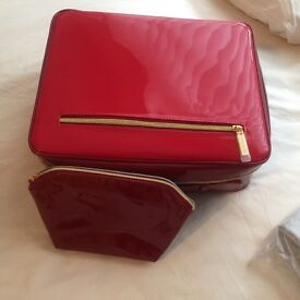 Estée Lauder case and make up bag