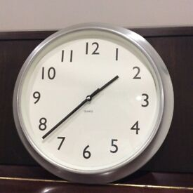 Large modern clock in great condition and full working order.