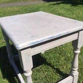 Medium Vintage Distressed Shabby Chic Table