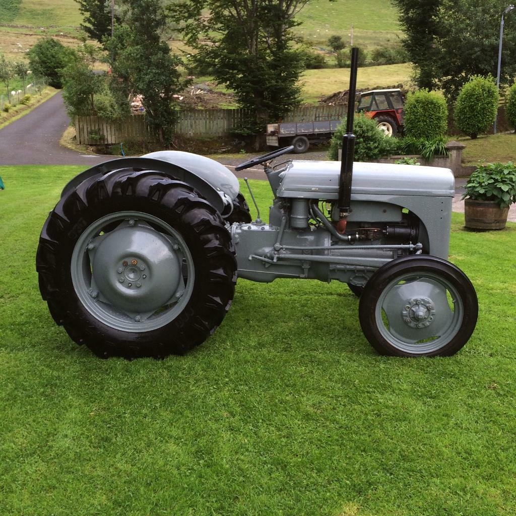 Ferguson TE20 tractor 1952. Fully restored with new set of tyres.  Immaculate condition.