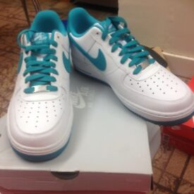 NIKE AIR FORCE 1 (WHITE & TURBO GREEN) TRAINERS SIZE 8 BRAND NEW