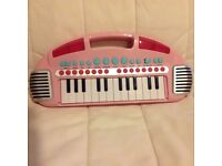 Pink child's small keyboard 2 octaves, battery operated