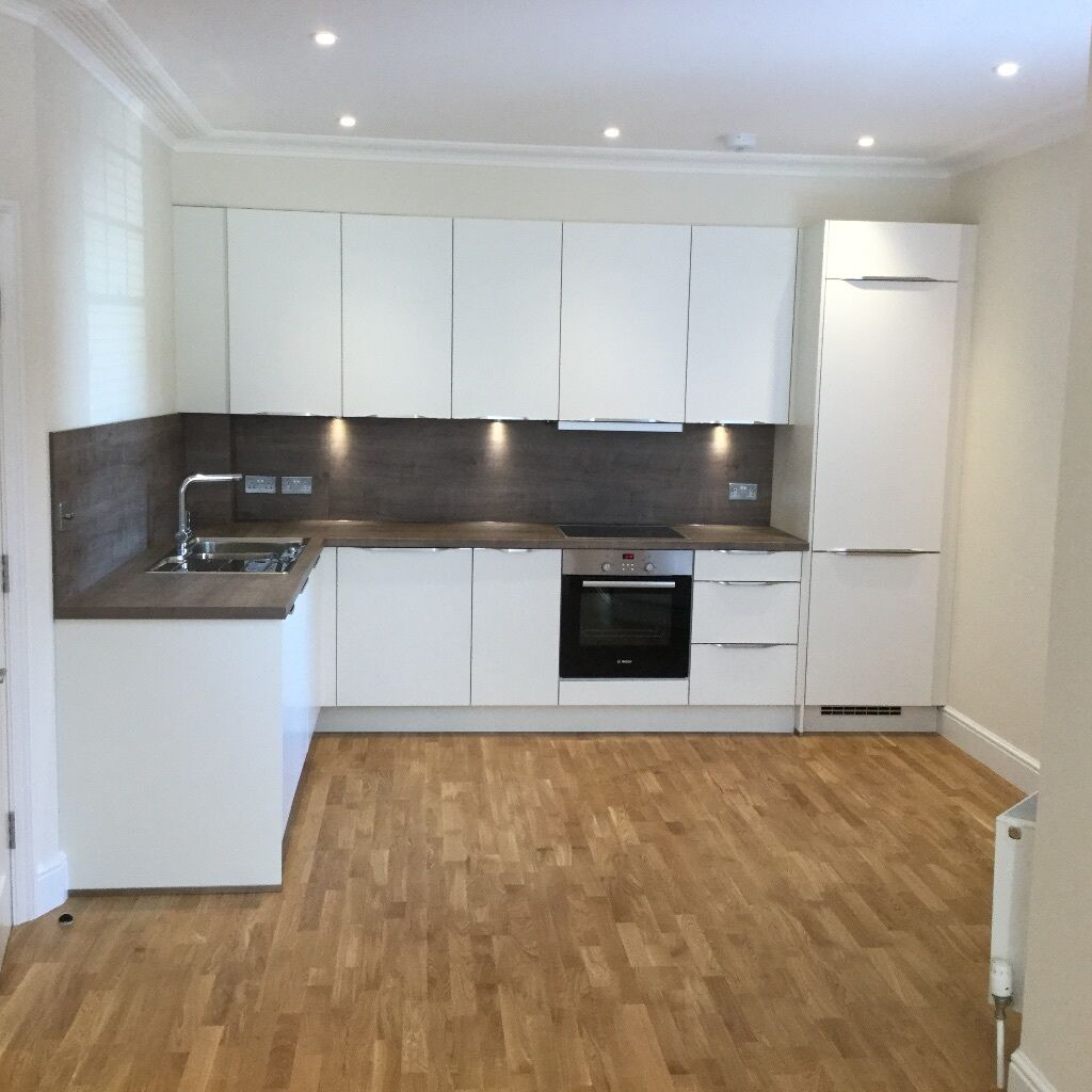 Fully furnished 3 bedroom flat Ravenscourt park available now!!!