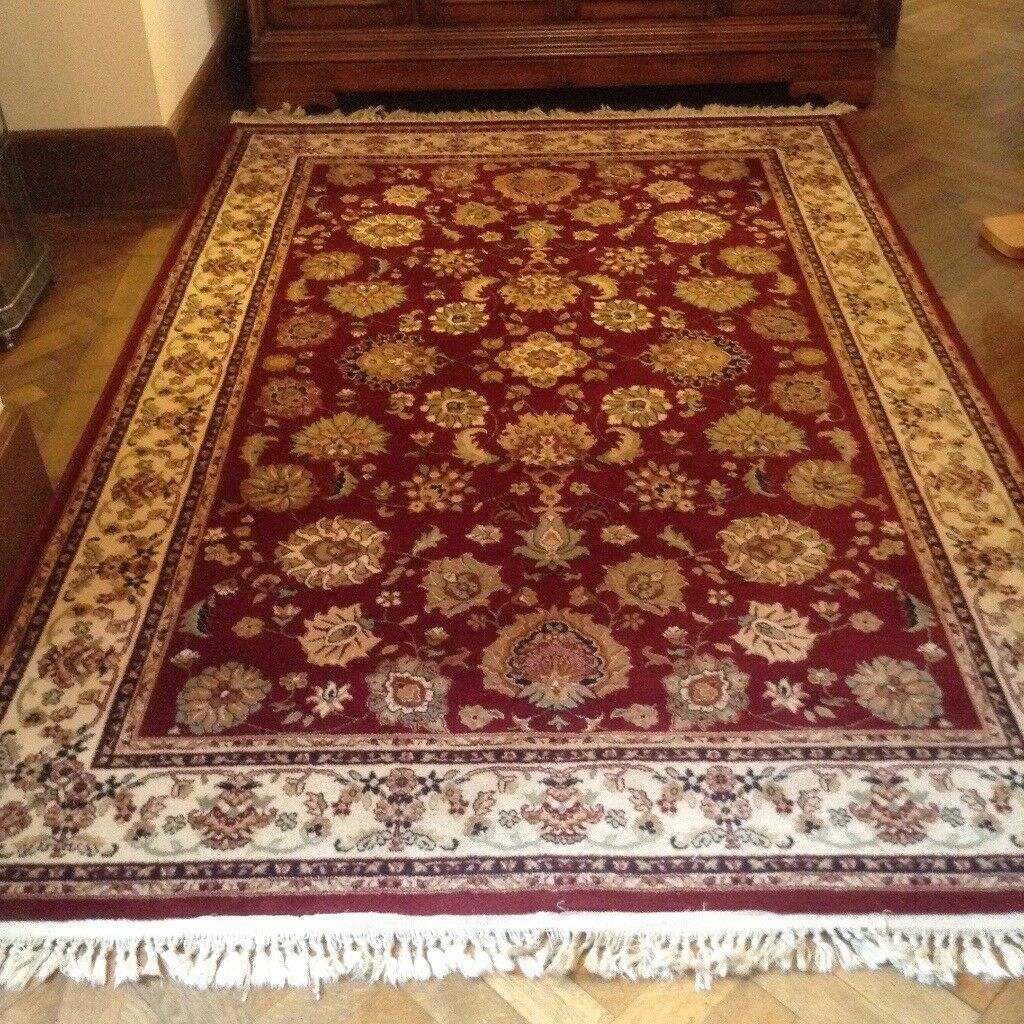 Burgundy patterned traditional rugs 80 wool 20 nylon. Very good condition.