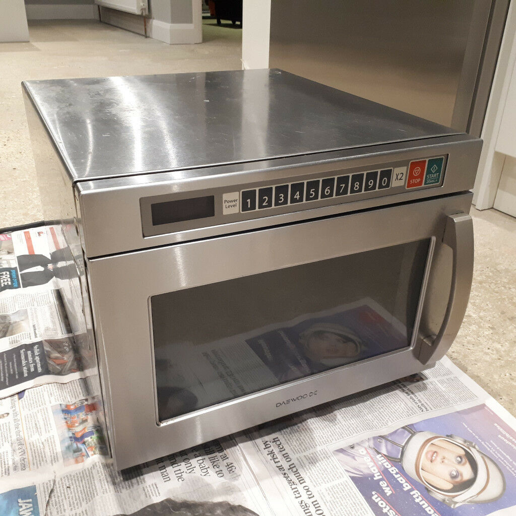 Daewoo Commercial Microwave 1850w - needs work | in Sudbury, Suffolk