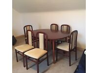 Mahogany extending dining table & six dining chairs
