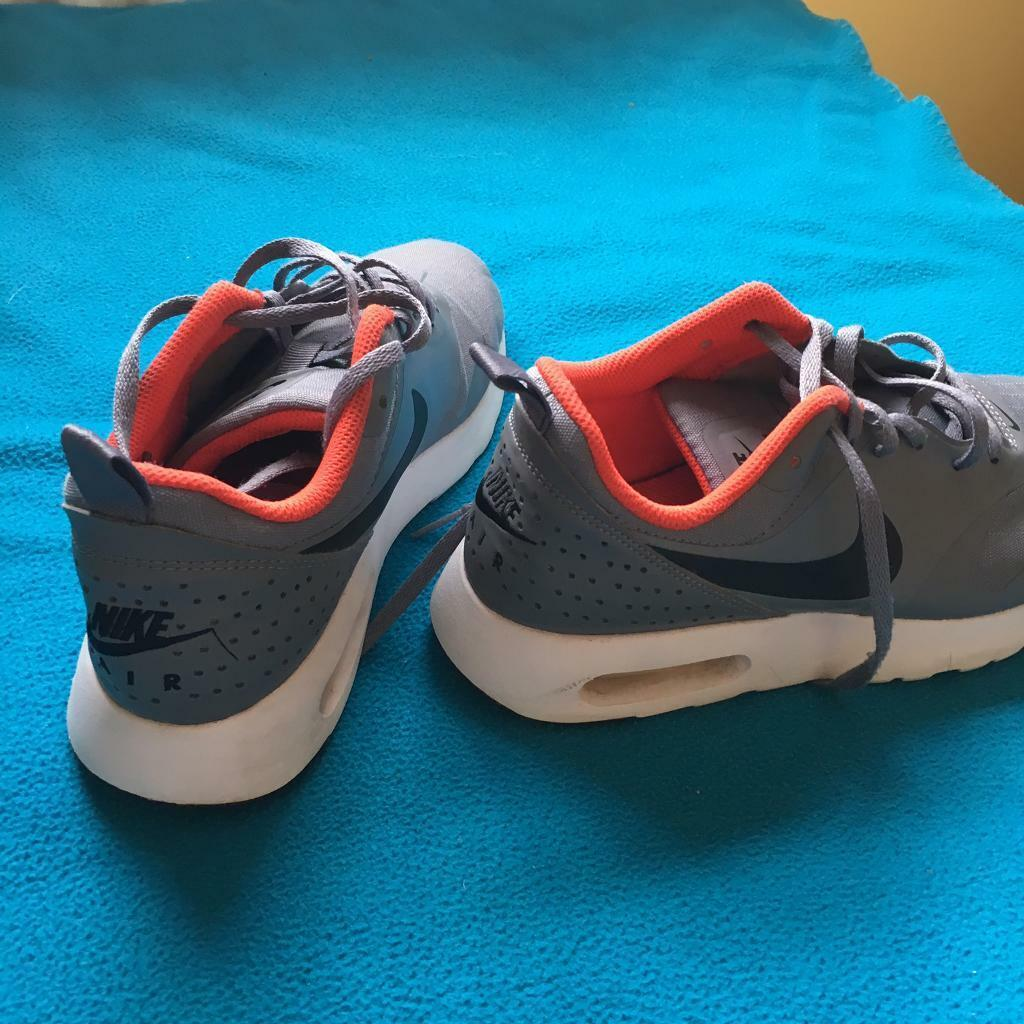 Details about Nike Air Max Tavas Black & White Men Size 9.5 Great Condition