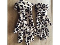 A pair of leopard print gloves from Marks and spencer in mint condition, one size.