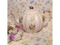 Rare vintage Gibson tea pot, excellent condition
