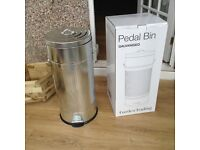 Reduced Price New with box 30l Tall Sturdy kitchen /Outdoor Pedal Bin