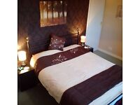 Stunning 2 bed flat to rent: Bearsden, Glasgow. Fully-furnished. Park view.