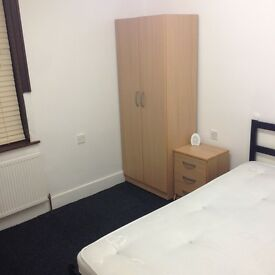 Double room in clean house, Eastham E6 sec's away from station & shops. Short term let available