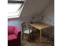 Very large room close to university and city