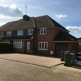 Large FOUR BEDROOM FAMILY HOME, located 5 mins drive/bus from Guildford town centre