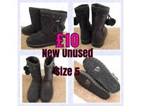 New Ladies black suede boots size 5