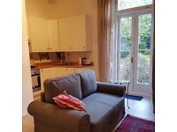 HIDDEN HOLIDAY GEM - CHARMING 1 BED CANAL-SIDE FLAT WITH SECRET GARDEN, 15 MIN TO CENTRE, 2 DAYS MIN
