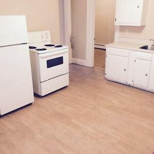 1 BEDROOM + Den  **HEAT AND LIGHTS** $200 OFF FIRST MONTH