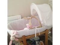 Moses basket with rocker and mattress