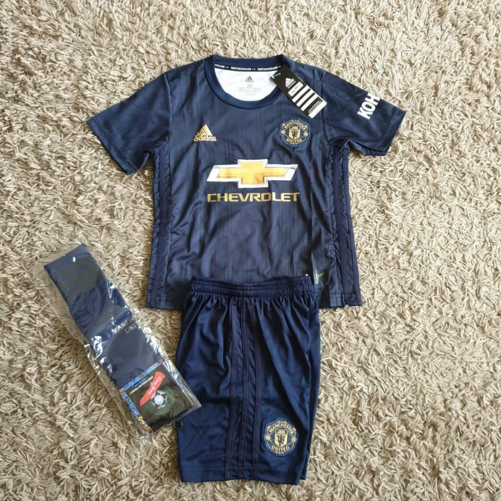 65c5b82b2 2019 MANCHESTER UNITED football kit adidas shirt shorts 5 6 years kids