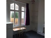 Large Bedsit, perfectly located in Aigburth, near Sefton Park & Lark Lane. Only £375pcm inc bills
