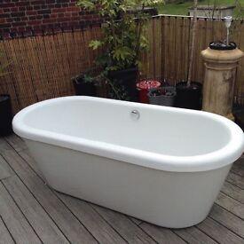 bath, double ended acrylic large freestanding bath.