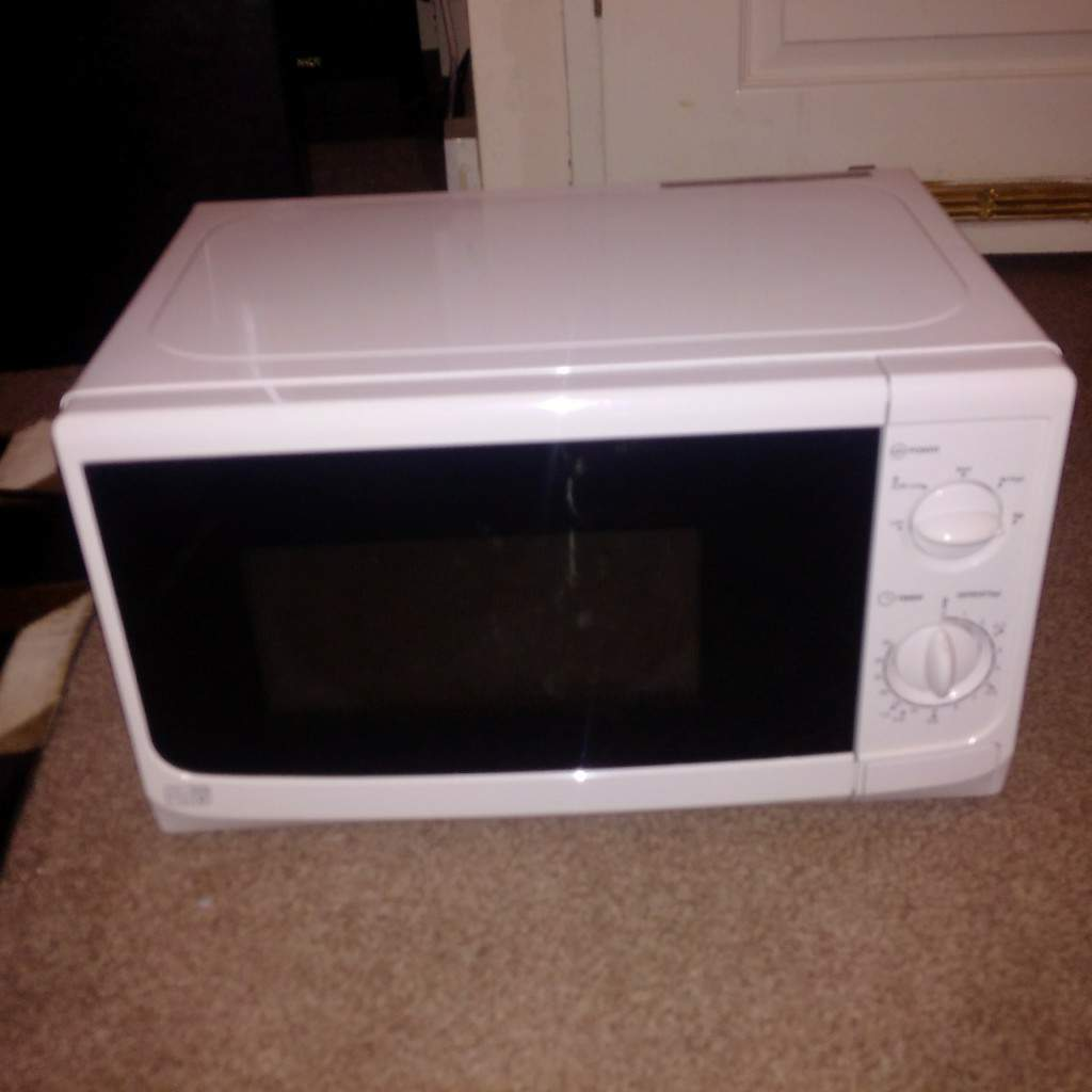 700 watt perfect condition clean microwave