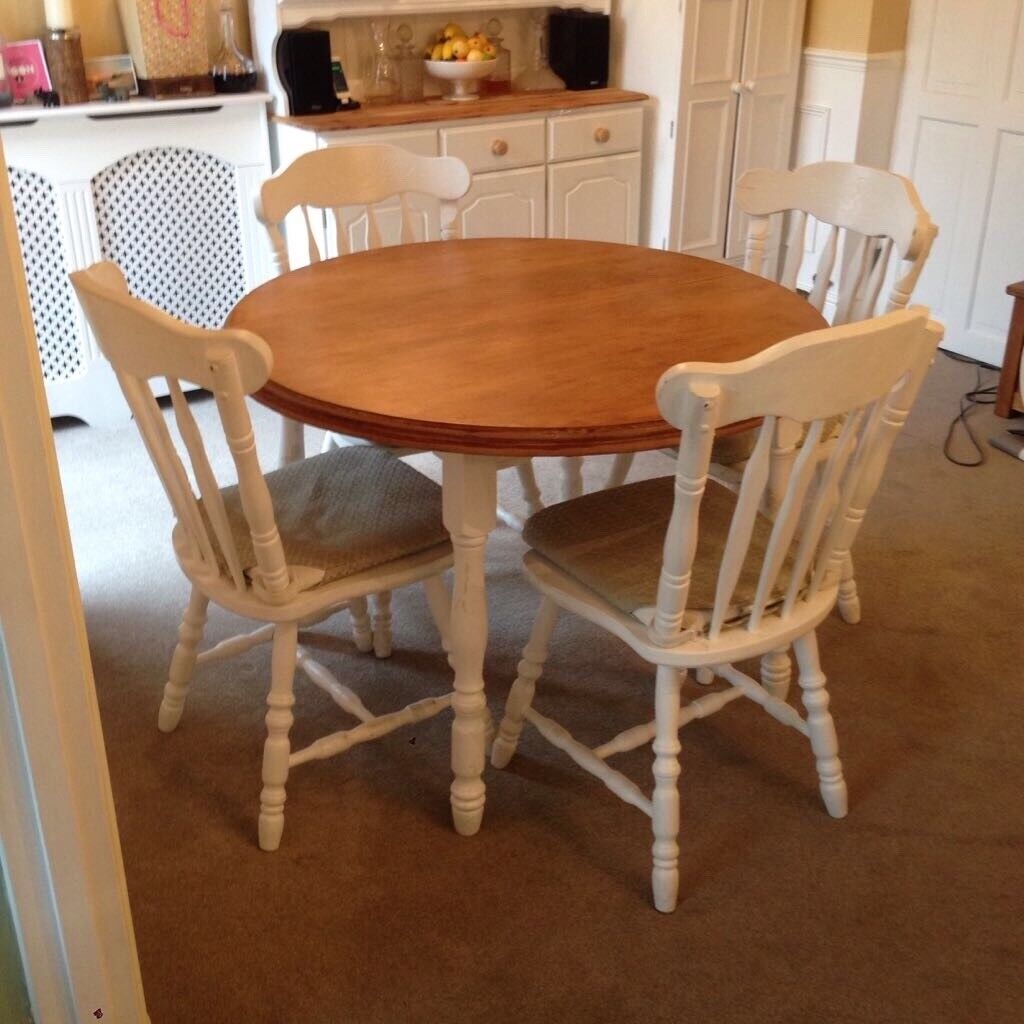 Extending dining table and 6 chairs painted wood. Shabby ...