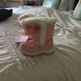 Kids pink snow boots