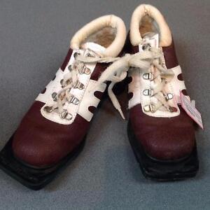 Davos 3-pin Crosscountry Ski Boots, Ladies size 6 (sku: AK5ZN9)