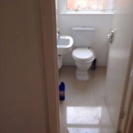 A VERY NICE, CLEAN AND RECENTLY REFURBISHED STUDIO FLAT CLOSE TO THE TOWN CENTRE