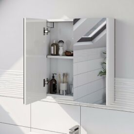 Victoria Plum Mode - Curved Mirror Cabinet with Adjustable Interior Shelf - White - 600mm