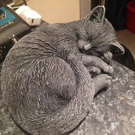 Dropped price garden lying cat statue