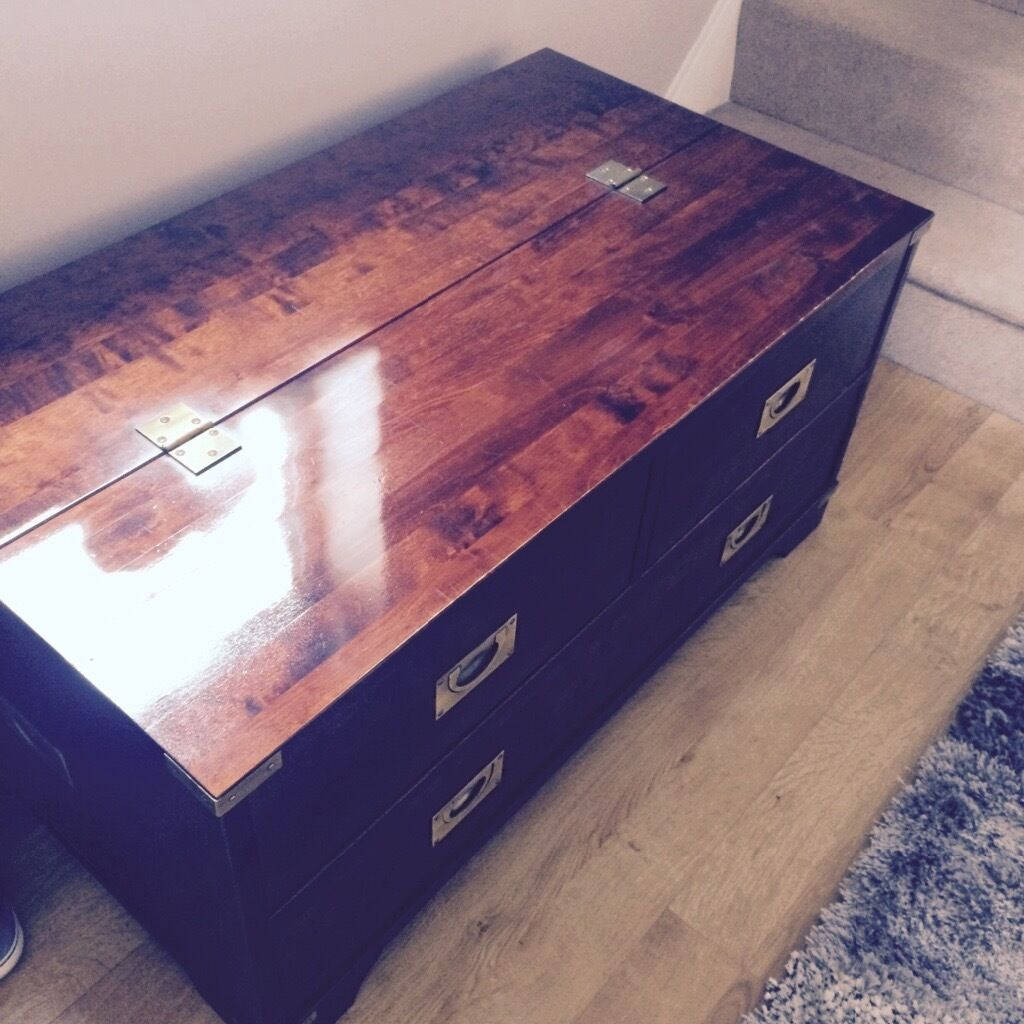 Tellbane Coffee Table.Ashley Trunk Coffee Table Hipenmoeder Nl