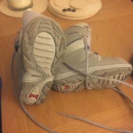 Burton Moto Kids Snowboard Boots Size 5??