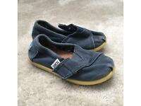 Boys TOMS size 6 infant