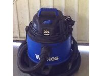 Wickes 20 L 1250 Vacuum Cleaner